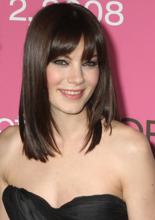 Medium-Hairstyles-with-Bangs-for-Women