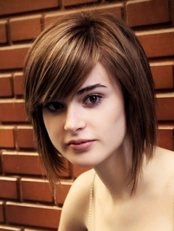 medium-hairstyles-for-women-with-round-faceshaircuts-with-bangs-hairstyles-2013-haircuts-and-hair-colors-gfogdibu